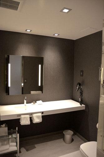 achotel_bathroom2_lrg