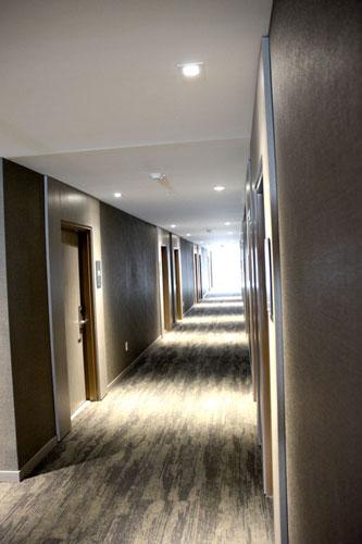 achotel_hallway_lrg